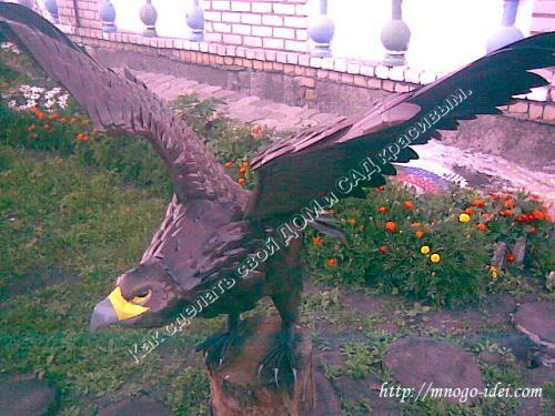 Орел из пластиковых бутылок