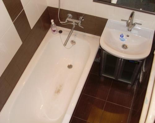 Как отмыть известковый налет в ванной. Налет в ванной: как просто и быстро удалить налет своими руками. Советы по выбору средств для уходу за кафелем и ванной