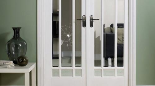 Замена разбитого стекла. Замена стекла в межкомнатной двери